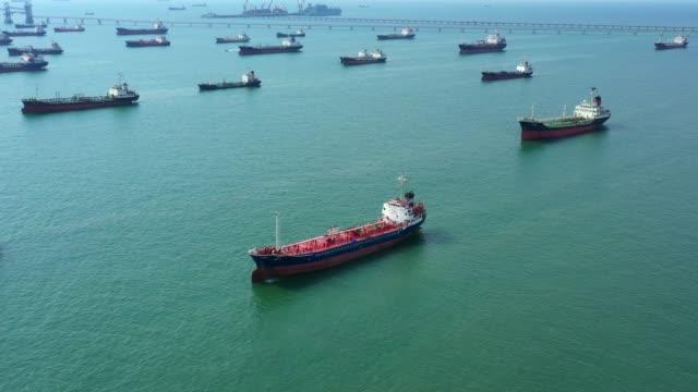 flygvy olja/kemikalie tank fartyg i öppet hav, raffinaderi industrin last fartyg. - tankfartyg bildbanksvideor och videomaterial från bakom kulisserna