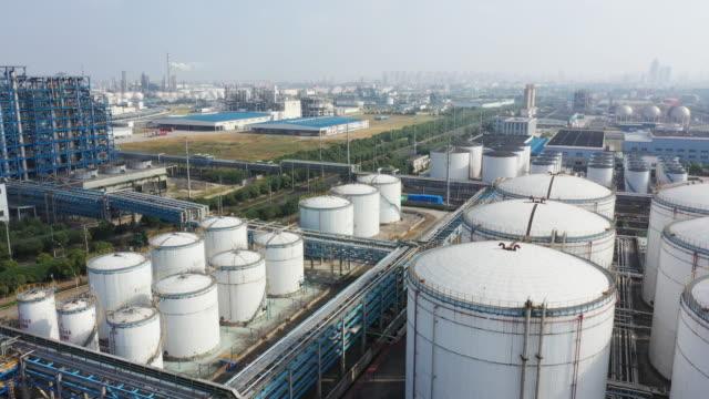aerial view oil factory - gaz filmów i materiałów b-roll