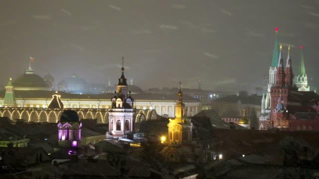 flygfoto på historiska centrum av moskva. kreml senaten, statens historiska museum, olika gamla kyrkor. snöig december kväll. ryssland - röda torget bildbanksvideor och videomaterial från bakom kulisserna