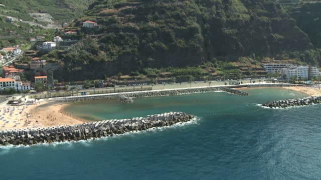 vídeos de stock e filmes b-roll de vista aérea da ilha da madeira-portugal - ilha da madeira