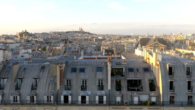 flygfoto på sacre coeur i paris i 4 k slow motion - montmatre utsikt bildbanksvideor och videomaterial från bakom kulisserna