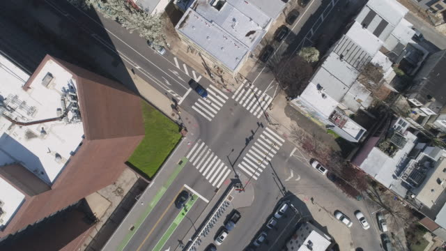 Aerial view on the streets of Philadelphia, Pennsylvania, which are now deserted because of COVID-19 Coronavirus Outbreak. Panning camera motion. - vídeo