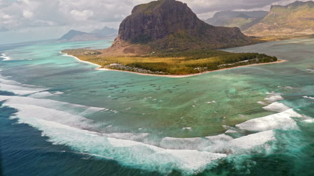 aerial view on volcanic tropical island - isole mauritius video stock e b–roll