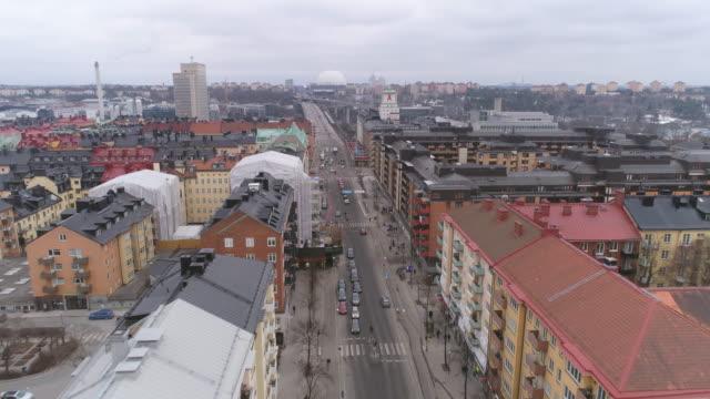 vídeos de stock e filmes b-roll de aerial view over city street in stockholm, sweden - escandinávia