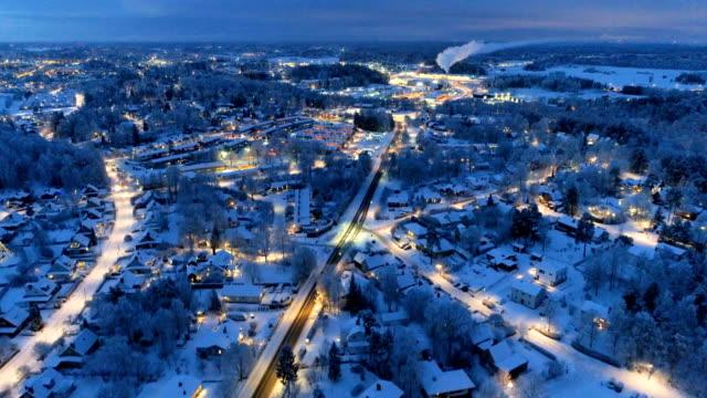 vídeos de stock e filmes b-roll de aerial view over small city - países nórdicos