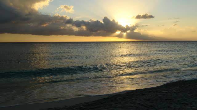 Blick über die Bucht von St. Martha bei Sonnenuntergang - westlichen Teil von Curaçao – Video