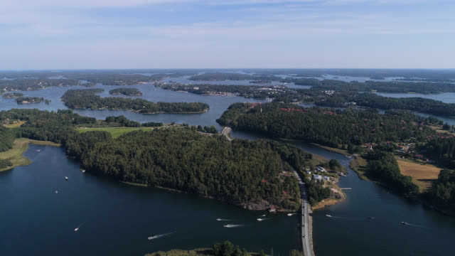 vídeos de stock e filmes b-roll de aerial view over stockholm archipelago - arquipélago