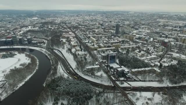 blick über die stadt in der nähe von river, winter 5 - litauen stock-videos und b-roll-filmmaterial