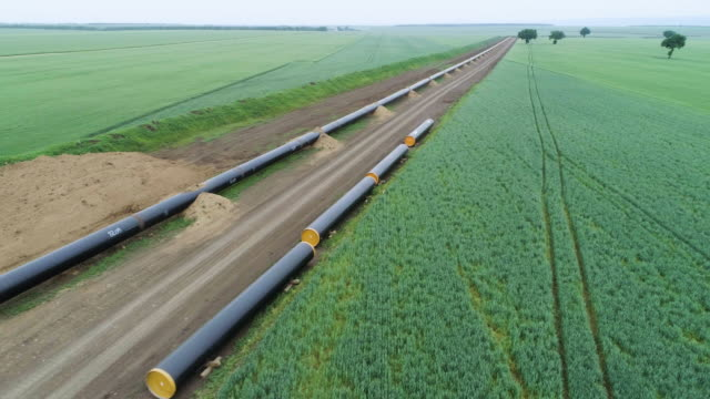 vídeos de stock e filmes b-roll de aerial view over the south stream pipeline lng oil gas equipment. a construction site of a natural gas plant. - gases