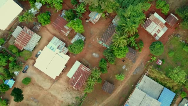 utsikt över byn på landet. lantlig scen från topp utsikt. 4k video skott från drone. - roof farm bildbanksvideor och videomaterial från bakom kulisserna