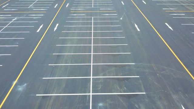 stockvideo's en b-roll-footage met luchtfoto parkeerplaats van dorn - parking