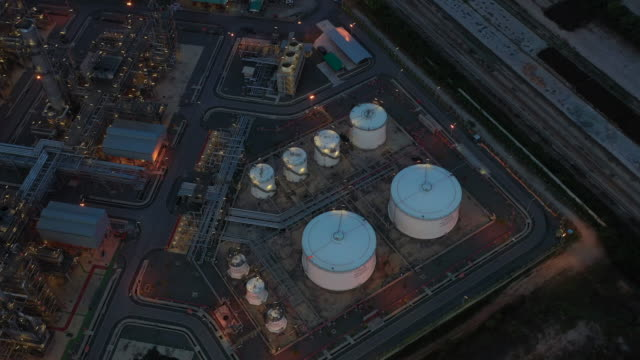 鳥圖煉油廠在夜間, 4k 夜間鳥圖。 - 伊朗 個影片檔及 b 捲影像