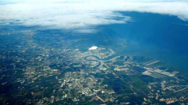 vista aerea : fiume e mare baia, nube corsa sopra. - antsiranana video stock e b–roll
