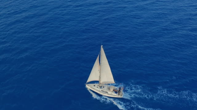 vídeos de stock e filmes b-roll de aerial view. sailing yachts with white sails in the open sea - veleiro