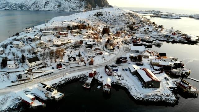 vídeos de stock e filmes b-roll de aerial view scandinavian fishing village on coastline in winter at lofoten islands, norway - reine