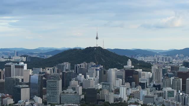 vídeos de stock, filmes e b-roll de vista aérea de seul city skyline em seoul, coreia do sul - coreia