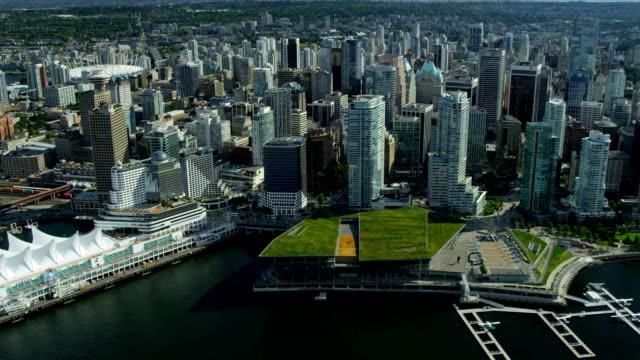 vídeos de stock e filmes b-roll de vista aérea de arranha-céus centro de vancouver harbour, vancouver - frente ao mar
