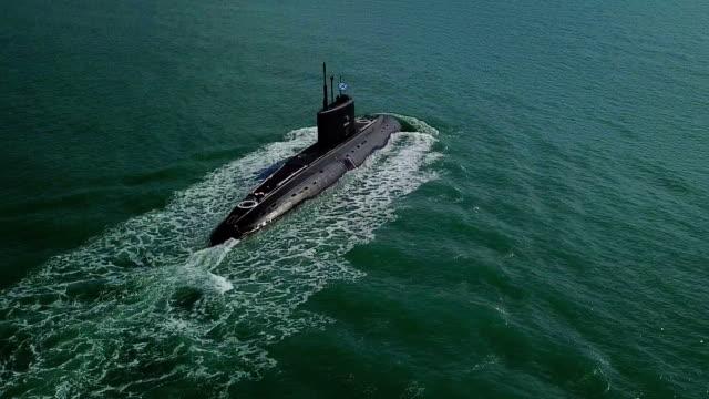 Bидео aerial view - submarine on the high seas
