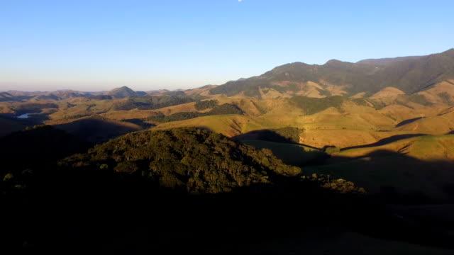 Vista aérea de pôr-do-sol na Serra da Bocaina - vídeo