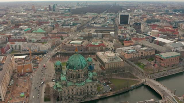 vídeos y material grabado en eventos de stock de vista aérea. la catedral de berlín 4k - berlín