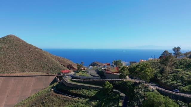 Luftbild. die Stadt Santa Cruz de Tenerife. Die Hauptstadt der Kanarischen Inseln in Spanien. Eine Stadt am Meer – Video