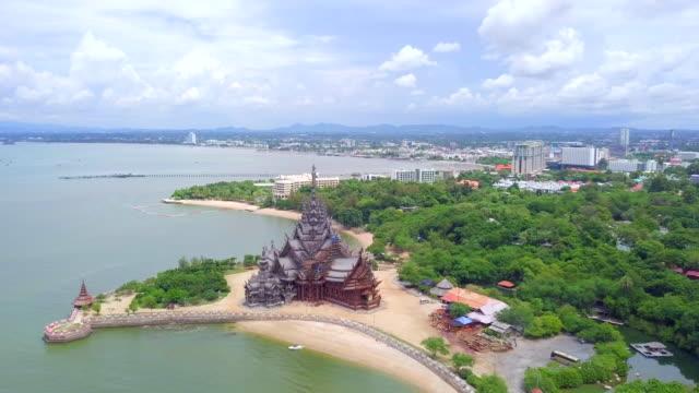 flygfoto sanningens tempel i pattaya chon buri thailand - pattaya bildbanksvideor och videomaterial från bakom kulisserna