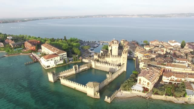 aerial view. the scaliger castle in sirmione. lake garda, italy. 4k. - lombardia video stock e b–roll