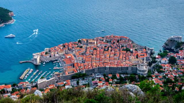 aerial view time lapse of dubrovnik, croatia - хорватия стоковые видео и кадры b-roll