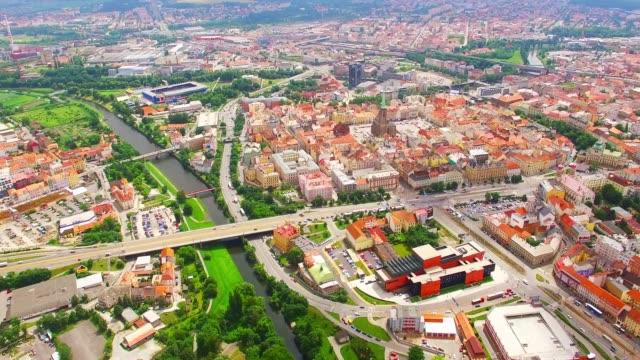 中欧チェコ共和国のピルゼンに空撮。 - チェコ共和国点の映像素材/bロール