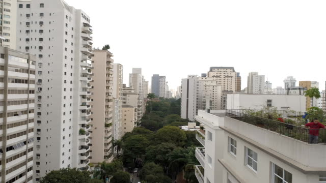 aerial view to sao paulo - dachgarten stock-videos und b-roll-filmmaterial