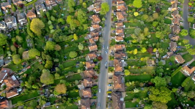Vista aérea cidade e subúrbio de sol. HD - vídeo