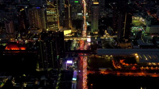 flyg visa traffic city på natten - rådig bildbanksvideor och videomaterial från bakom kulisserna