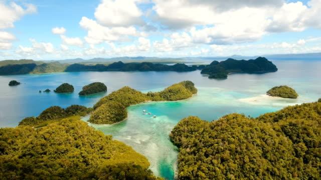 flygfoto tropisk lagun, havet, stranden. tropisk ö. siargao, filippinerna - ö bildbanksvideor och videomaterial från bakom kulisserna