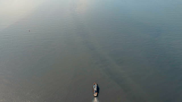 aerial view tugboat and barge in the sea.philippines, manila - rimorchiatore video stock e b–roll
