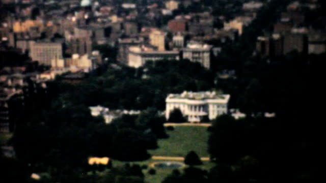 stockvideo's en b-roll-footage met aerial view white house washington capitol building-1940 vintage 8mm - white house
