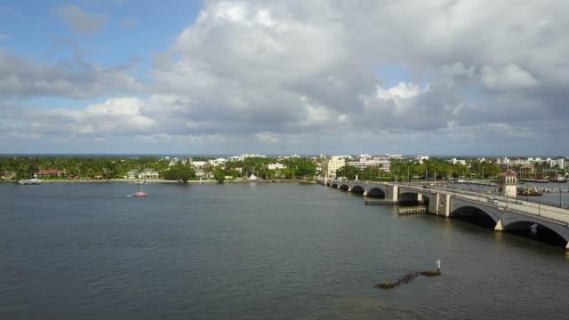 vídeos de stock e filmes b-roll de aerial views of downtown west palm beach, florida - frente ao mar
