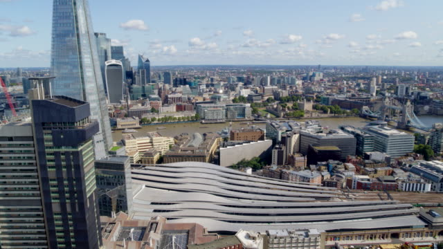 aerial views of london - london bridge inghilterra video stock e b–roll