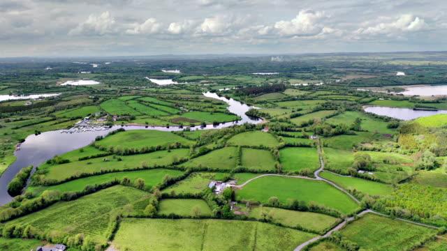 vídeos de stock e filmes b-roll de aerial views of river erne in cavan near border - reino unido