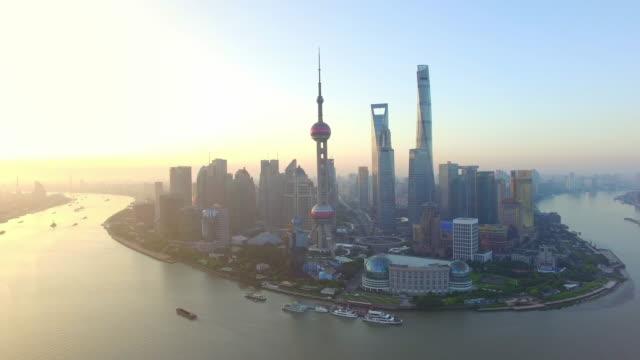 luftaufnahme, shanghai skyline und huangpu fluss - china stock-videos und b-roll-filmmaterial