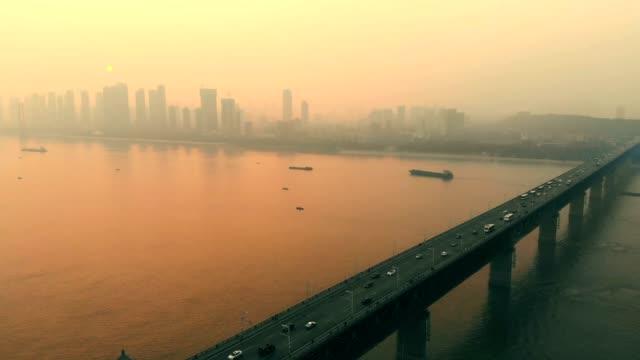 vídeos y material grabado en eventos de stock de antena wuhan yangtze river bridge - río yangtsé