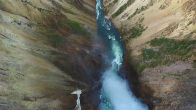 stockvideo's en b-roll-footage met antenne wyoming yellowstone national park - yellowstone national park