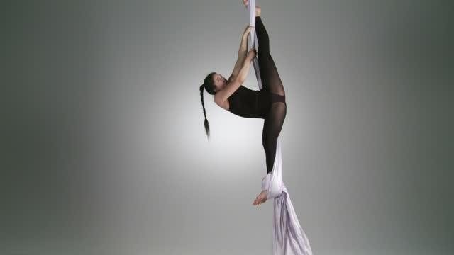 vidéos et rushes de vue aérienne du yoga - justaucorps