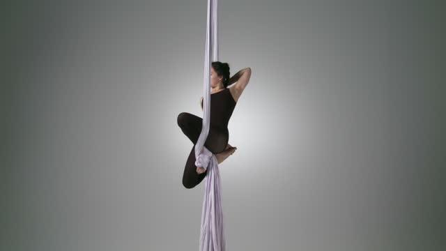 vidéos et rushes de yoga aérien places x2 - justaucorps