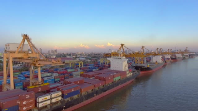 aerial:container ship in the harbor - chiatta video stock e b–roll