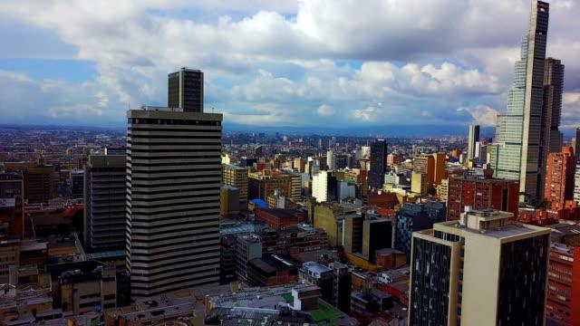 Vista aérea/abejón del centro de Bogotá, Colombia-5 - vídeo