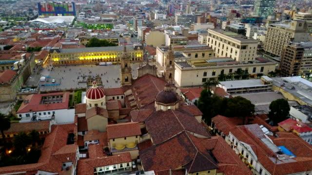 Vista aérea/abejón de la Plaza de Bolívar, La Candelaria, Bogotá, Colombia 1 - vídeo