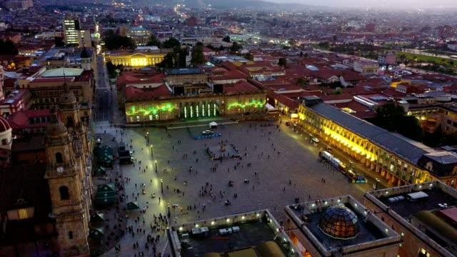 Vista aérea/abejón de la Plaza de Bolívar, La Candelaria, Bogotá, Colombia 6 - vídeo