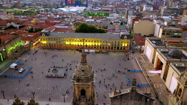 Vista aérea/abejón de la Plaza de Bolívar, La Candelaria, Bogotá, Colombia 2 - vídeo