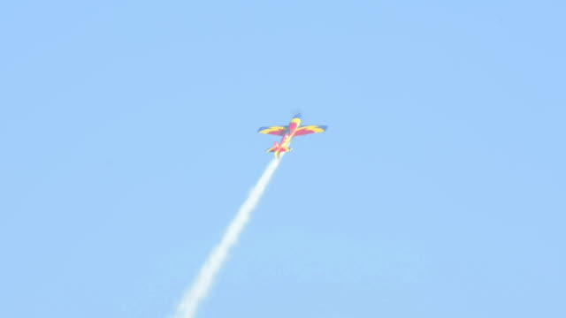 Aerobatic plane makes fast turns and climbs video
