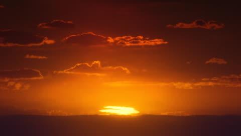 vídeos y material grabado en eventos de stock de áfrica. amanecer africano timelapse. sol inferior mirage. - sol